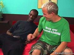 Un tipo bianca buffa e la un solo sesso appeso stallone nero che ha