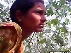 Intialainen Pariskunta Olemisen Naughty ulkona
