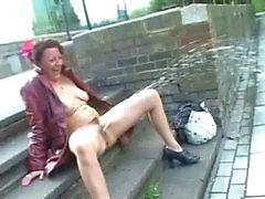 Pussy Spaß-Sachen, zum mit Ihrer Freundin über Text zu tun looking for fun