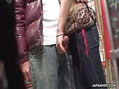 Voyeur pega um casal ter oral em uma loja de sexo