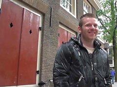 Busty Hooker hollandais suce