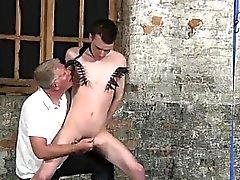 Анального секс с веселые мальчикам со своими нежного мешка дергал и его