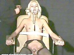 torture aiguille Extreme et bdsm hardcore slavegirl blonde sévère