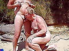 tom pita nac un buen headjob en la playa de