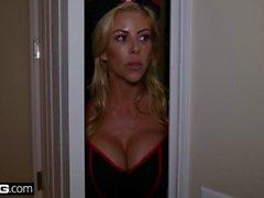 BANG Исповедь - Алексис FAWX дает ее пасынок лакомство Хэллоуин