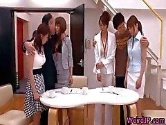 Court Kinky et la impair sexuels japonaise de WeirdJP