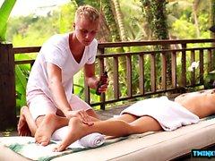 Ryska twinks footjob med massage