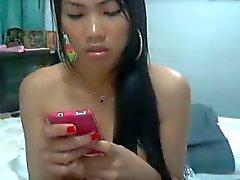 Thaimaalainen tytön hieroo mirri kunnes hän sen ruiskuttaa