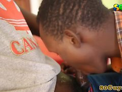 African amatore pompini della BBC affamato