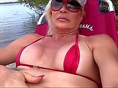 sissy slampa in the beach med C strängen och i Rosebud