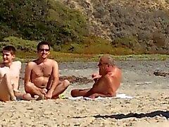 Три геи на пляже