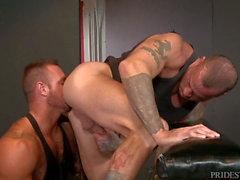 MenOver30 Sexy Muscle Hunk Sean Duran & Michael Roman