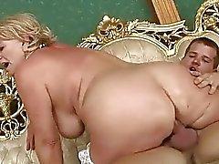 Classy busty mormor knullas hårt