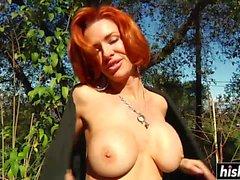 Ginger Veronica Avluv prende un pugno