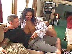 Ebenholz Fattie mit riesigen Breast Verschraubung