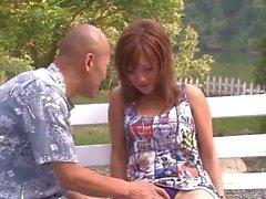Prima de la pelusa Japón al aire libre con tetona Aika