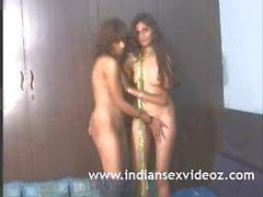 Hot Teen Indiano Sugando Seus Tetas Naturais