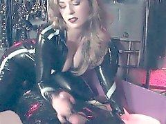 De dominatrix BDSM permite aos sub- patético gozar