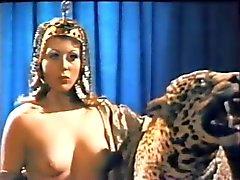 Neun Ages Nacktheit