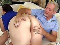 Big titted mogen Storväxt dam Lynn blir hennes Pussy dri