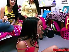 College Babes lesbiennes session pussylicking