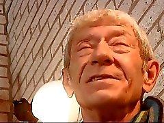 Söpö teeny hieronnasta vanha mies tiukan nuorten pimppi