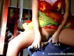 Shaye Ríos del payaso de Halloween Masturbación