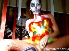 Shaye jokien Halloween klovni Masturbation