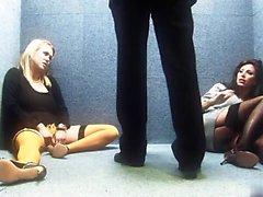 Sexo mulheres famintos se bateu por um pedaço em um elevador