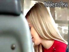 Pretty amateur GF Nesty blowjob en kut gepompt in een bus