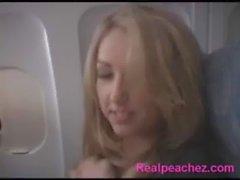 Chica obtener fuck en el avión xemsex24h