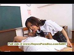 Japaneae А. В. разрешением модели запускается на ее волосатые киска облизал в школе