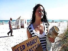Oppakken van Sasha op het Strand
