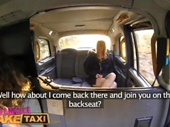 Женщина Поддельного такси Horny шалунья имеет насыщенный пары такси секса с бисексуальной голландской пупсиккой