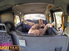 Weibliche Fake Taxi Horny Minx hat dampfigen Taxi Sex mit bisexuellen niederländischen Babe