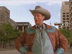 Cowboy Terras Furiously no chão e toca seu dink