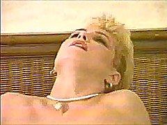 Кончает волосатая Blonde Milf 80.SMYT