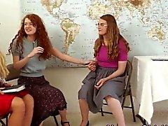 Религиозная милф трется подросткам