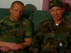 Unangenehme Homosexuell Soldaten Dreier Aktion
