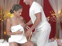 Massage rum Petite ukrainska modellen har her mycket lilla hole fylld med kran