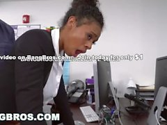BANGBROS - Büyük Göğüsler Abanoz Babe Ivy Genç Ofisi Önünde Alır