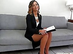 Kiinteistönvälittäjä teen with karvaiselta pussy nai mahdollinen asiakas