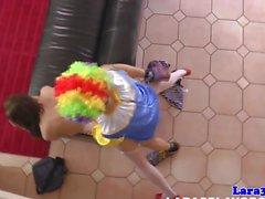 Frech reifen britische Tarte von einem Clown durchgefickt