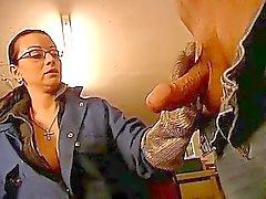 Kåt brunett milf att spela med daddys enormt gammal penis