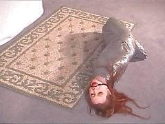Mummifierad Bondage Babe I Silver Tape