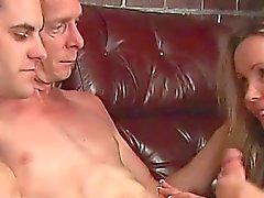 Abuelo en un archivo MMF Heterosexual con adolescente joven