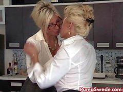 Puma швед & Bobbi могут лесбиянок Офис Слу