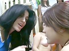 Lesben sorority teens indem er b j bläulichen Dunst verhangenen