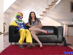 Необычный британский ИФОМ киску трахал клоуна