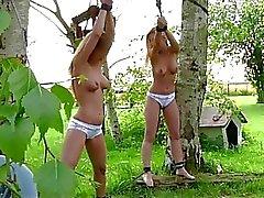 Exquisites vollbusige Blondine Jugendlichen im Freien pervers